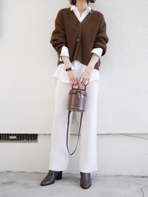 40代のシャツ×カーディガンコーデ