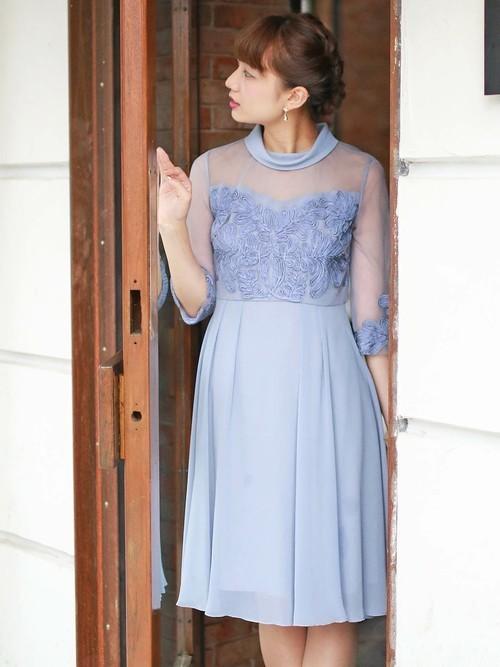 ブルーのワンピースドレス