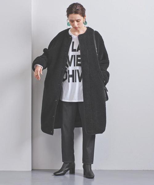 休日のショッピングにおすすめの黒のノーカラーコートコーデ