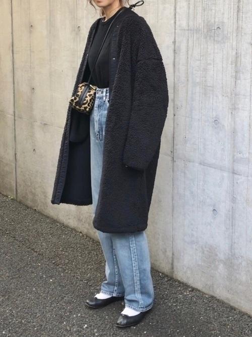 30代におすすめの黒のノーカラーコートコーデ