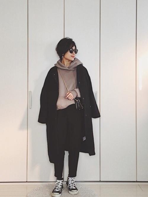 40代におすすめの黒のノーカラーコートコーデ