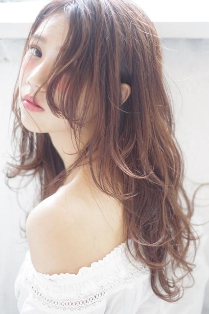 アシメ前髪×ゆるウェーブのロング