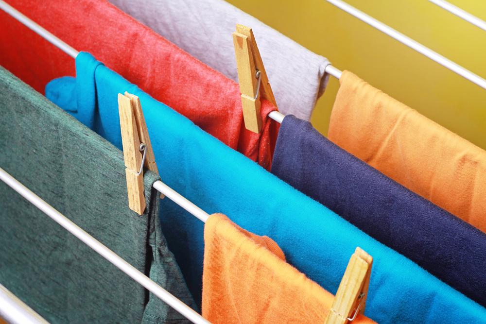 洗濯物とハンガーラック