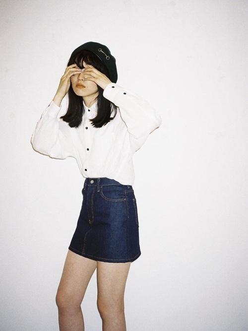 白シャツとミニスカートコーデ