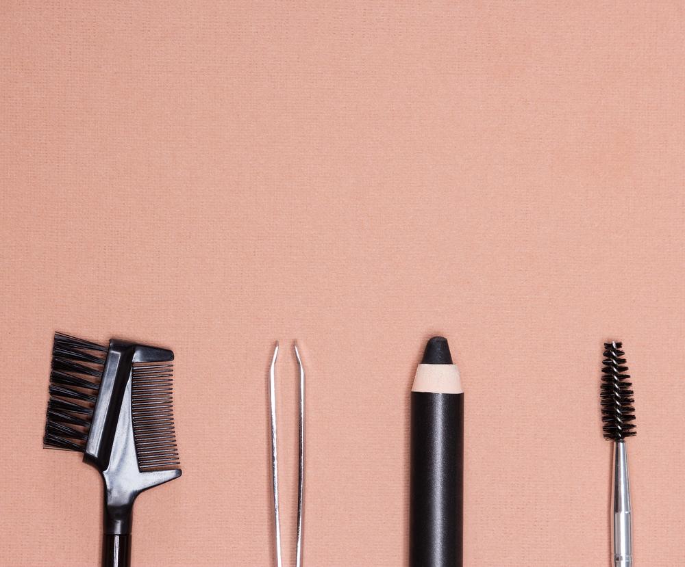 眉毛を整えるための道具