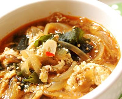ぽかぽか♪玉ねぎとわかめの豆板醤ジンジャースープのレシピ
