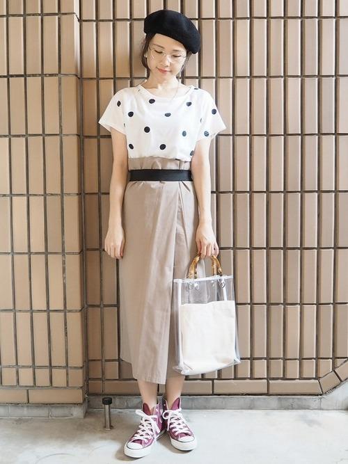 ドットTシャツ×スカート