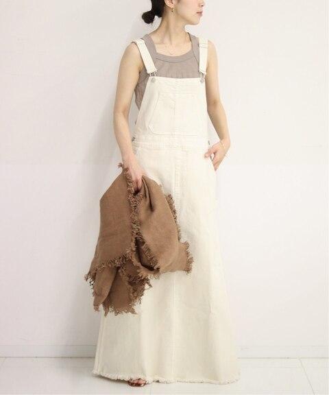 白のサロペットスカートコーデ