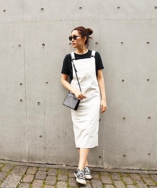 白のサロペットスカートを使った夏コーデ