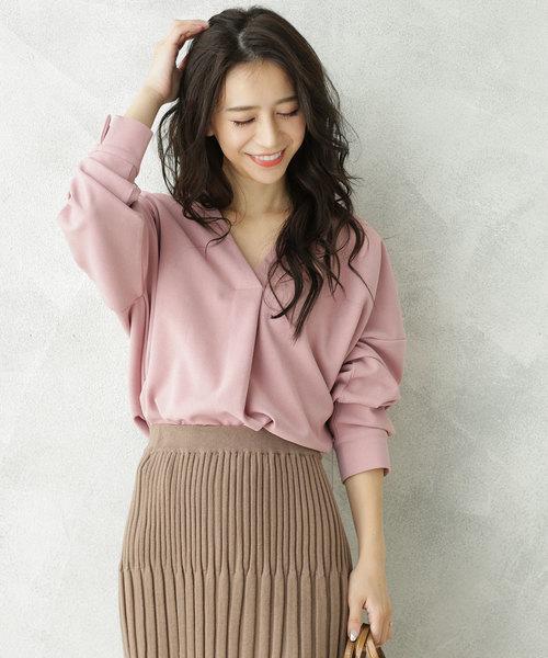ピンクブラウス×タイトスカート