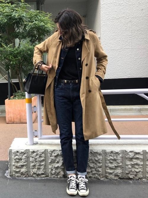 デニムジャケットを使ったトレンチコート×デニムコーデ