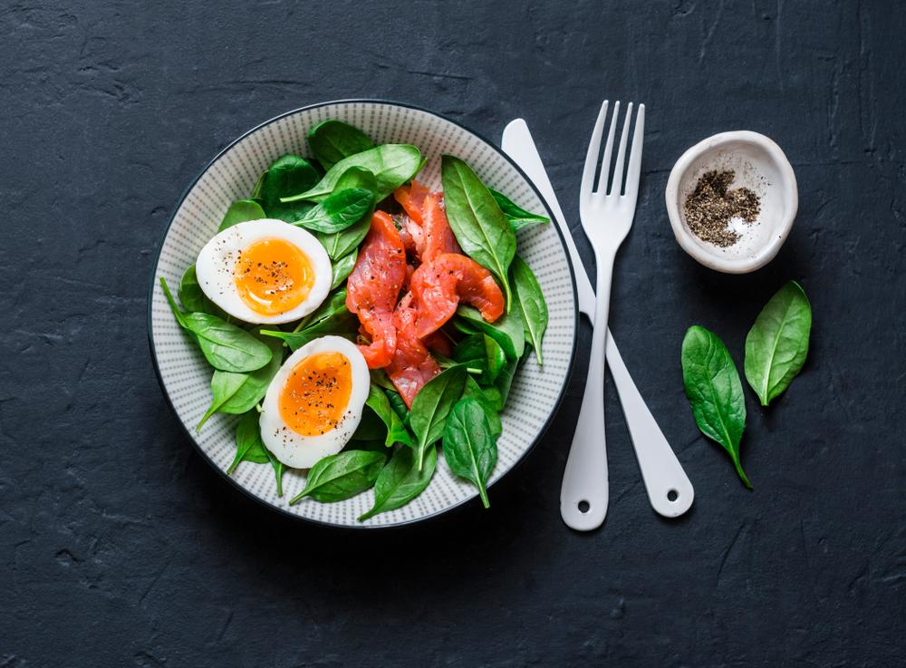 ゆで卵入りサラダ
