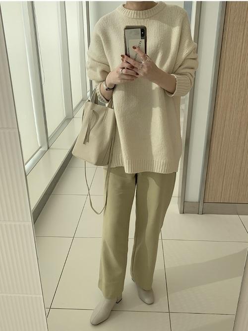 グリーンパンツ×白ブーツ