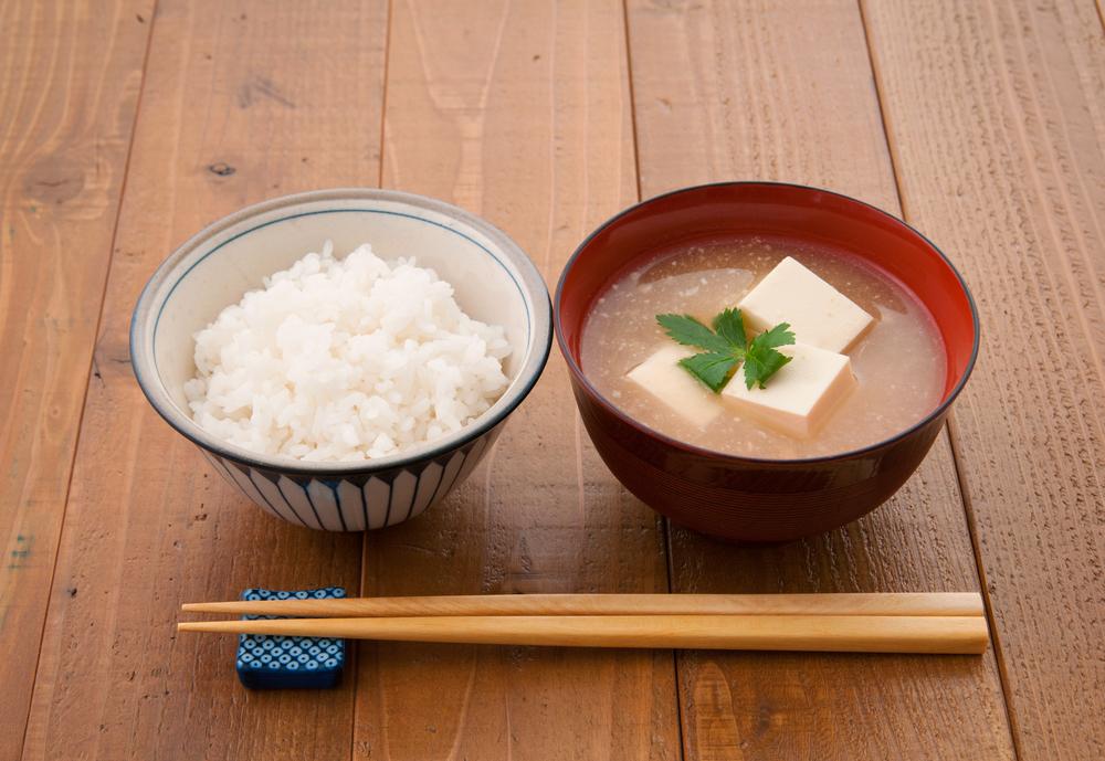 ご飯とお味噌汁の配膳のマナー