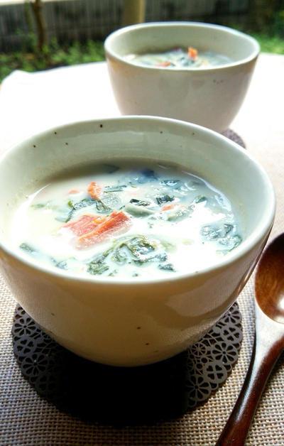 鮭とほうれん草の豆乳コンソメスープ☆のレシピ