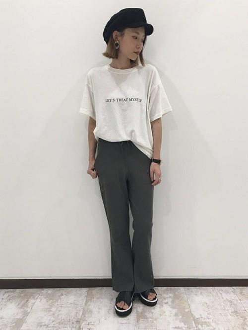Tシャツとサーマルパンツのコーデ