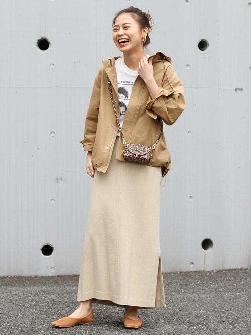 ロングスカートを使った春旅行の服装