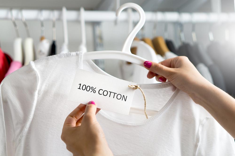 綿100%のTシャツ