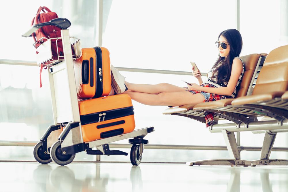 空港にいる女性