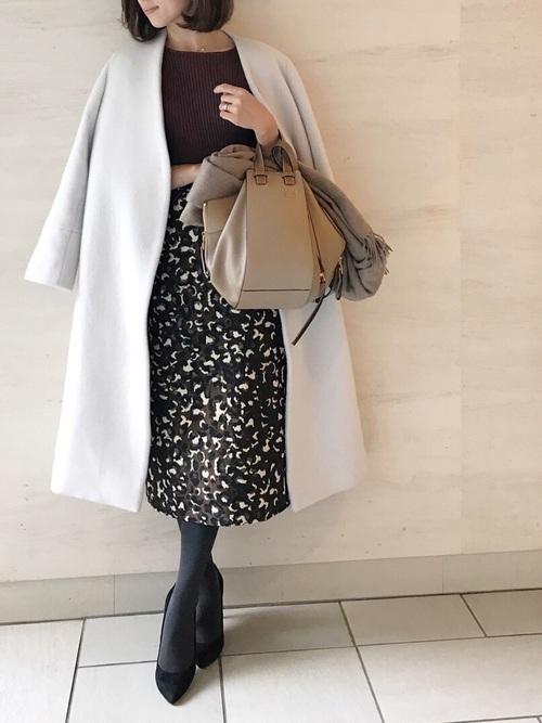 ノーカラーコートを使った歓迎会の服装