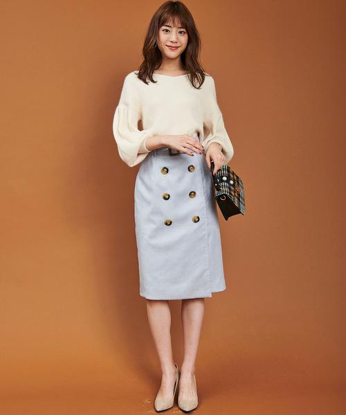 白のニット×タイトスカート
