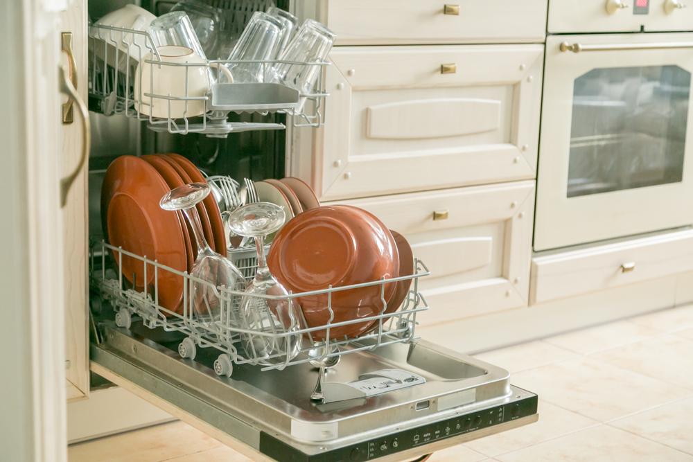食器が入った食洗機