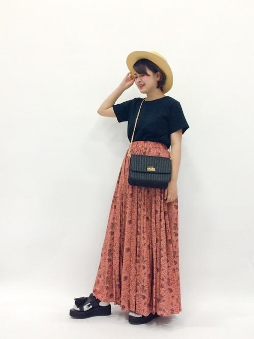 マキシ丈スカートを使ったベトナムの服装