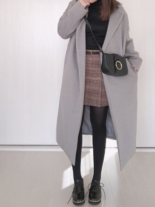 ノーカラーコート×ミニスカート