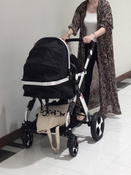 ペイズリー柄のシャツワンピを羽織りに使った夏の乳児ママコーデ