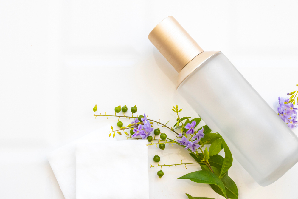 化粧水とコットン
