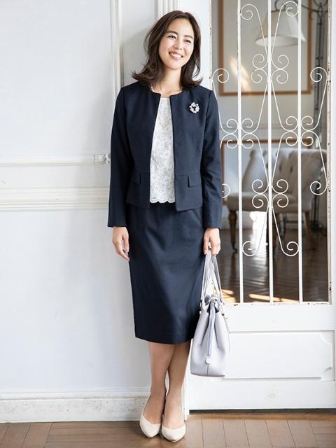 略式結納の母親の服装におすすめのスーツ