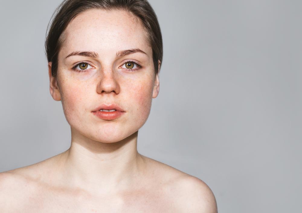 肌が綺麗な女性
