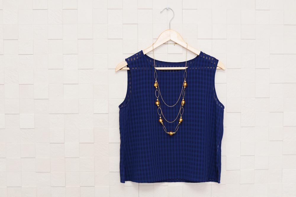 紺色の洋服