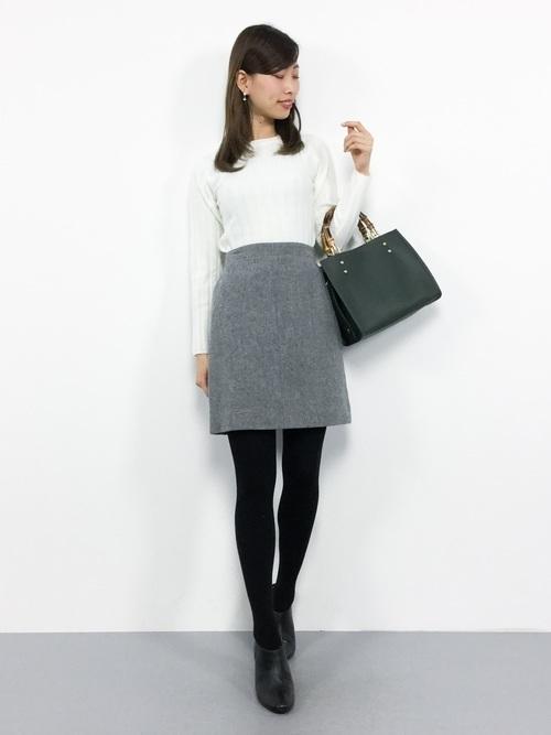 グレーの台形スカート