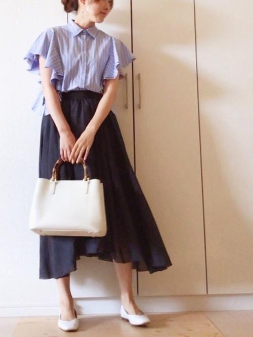 収納力のあるバッグと合わせた授業参観コーデ