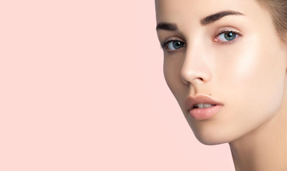 眉毛がきれいな女性