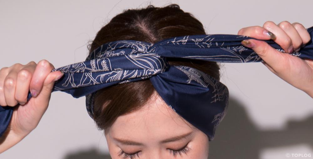 スカーフのヘアバンドづかい STEP05