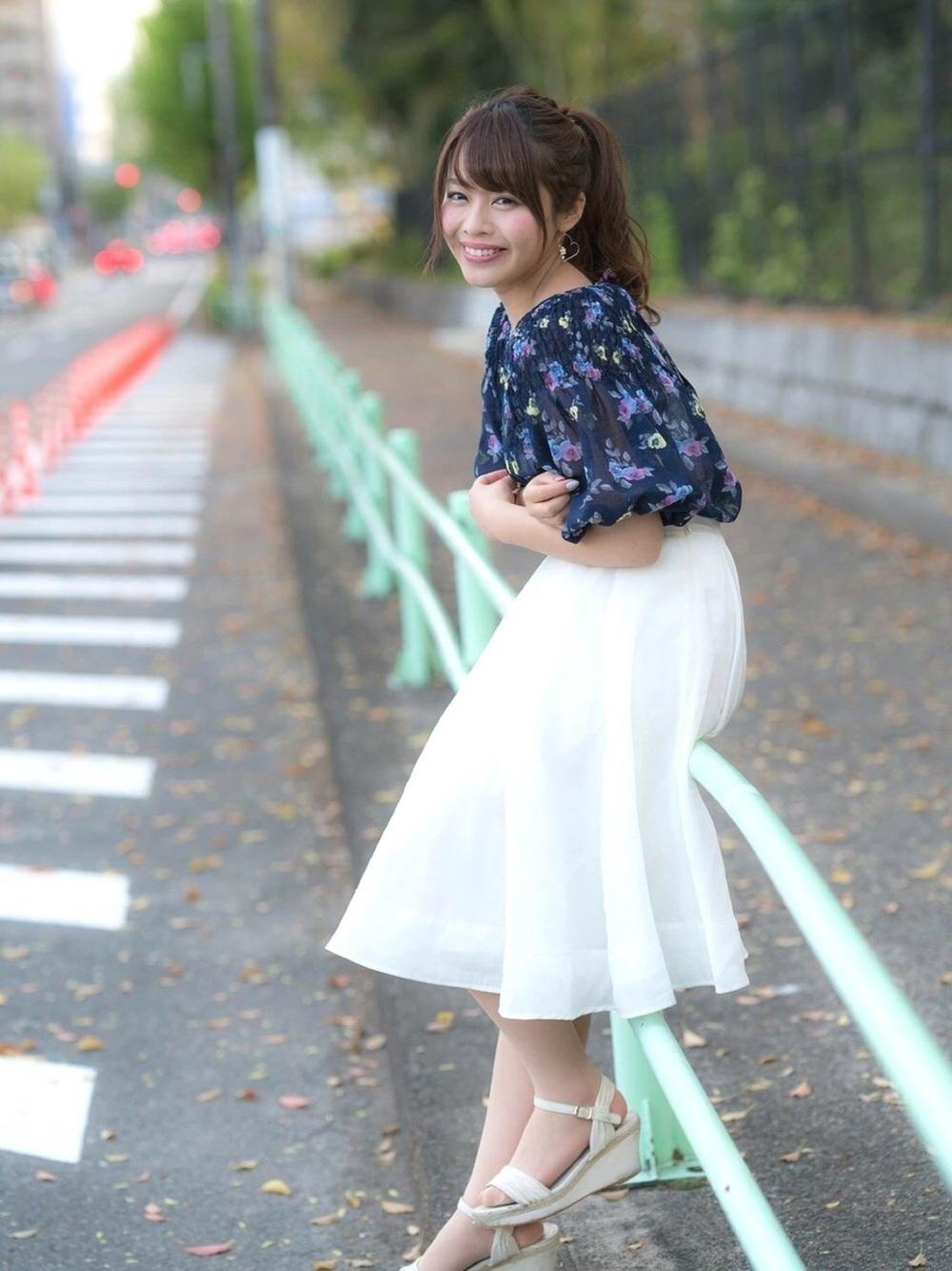 花柄と白ロングスカート