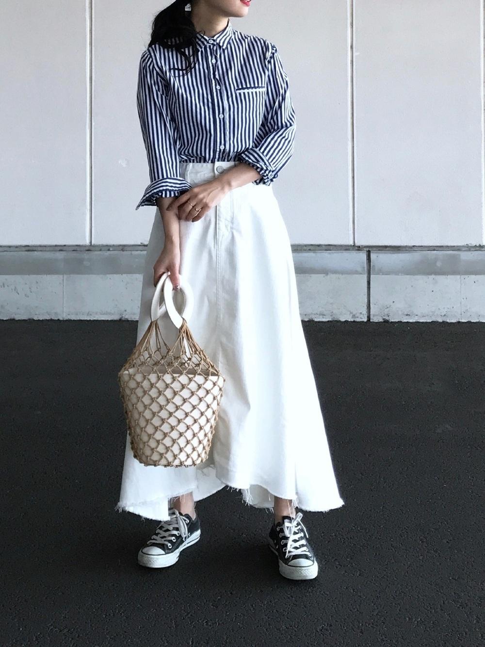 ストライプと白ロングスカート