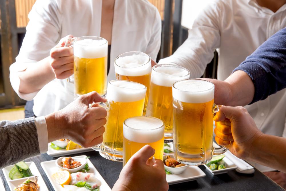 居酒屋での乾杯のマナー