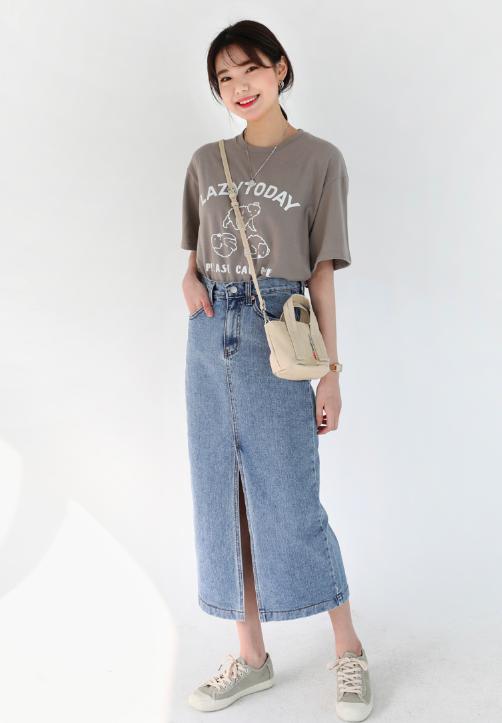 プリントTシャツを使った30代デニムスカートコーデ