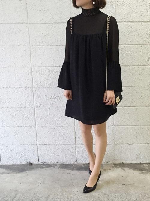 黒のミニドレス