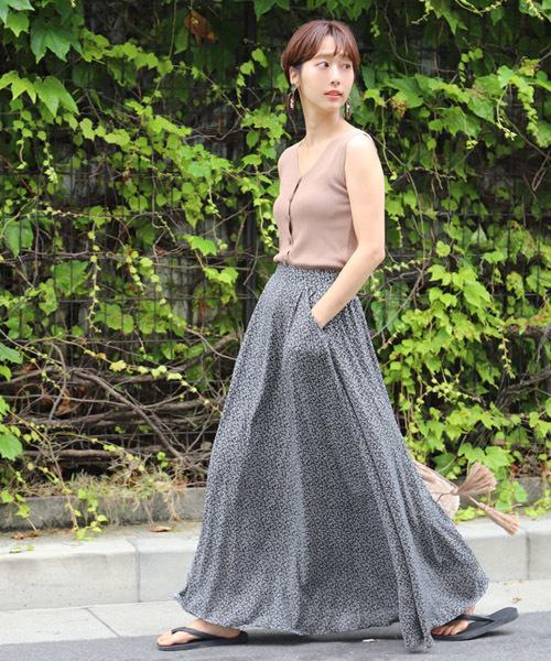 小花柄のスカートを使った夏コーデ