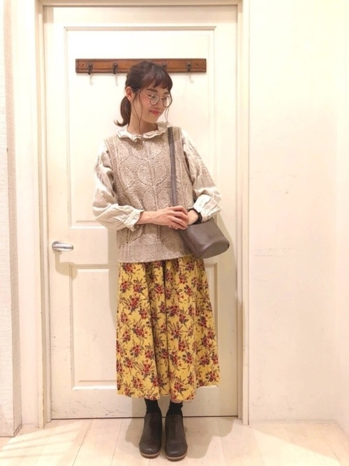 柄スカート×ニットベスト
