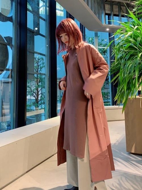 くすみピンクコートの秋コーデ