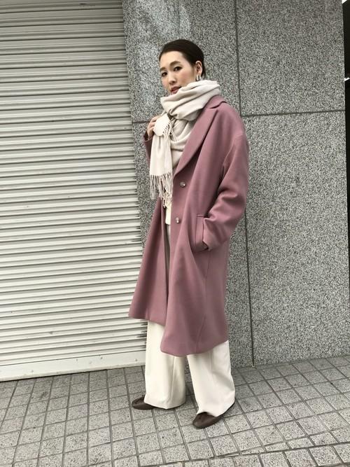 くすみピンクのオーバーサイズコートコーデ