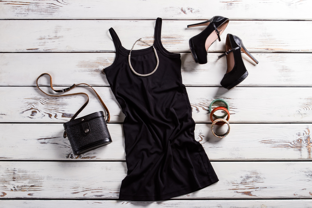 女性の平服