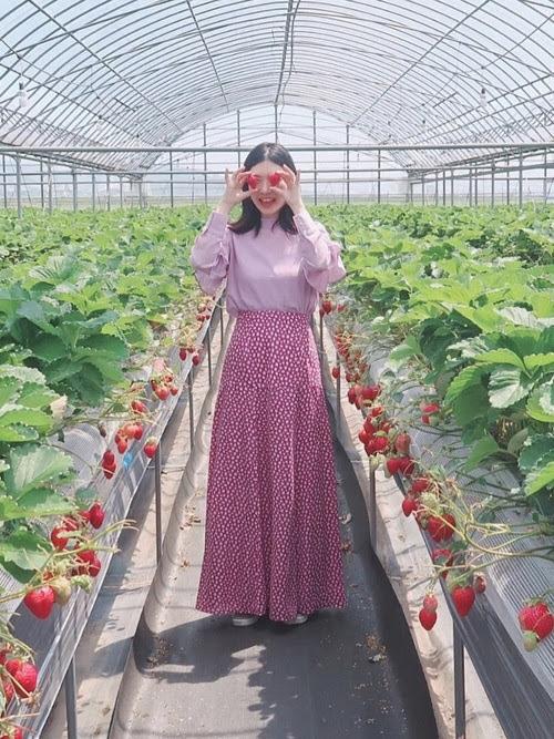 ラベンダーカラーのブラウスを使ったコーディネート【1】春:ハイネックブラウス×小花柄ロングスカート