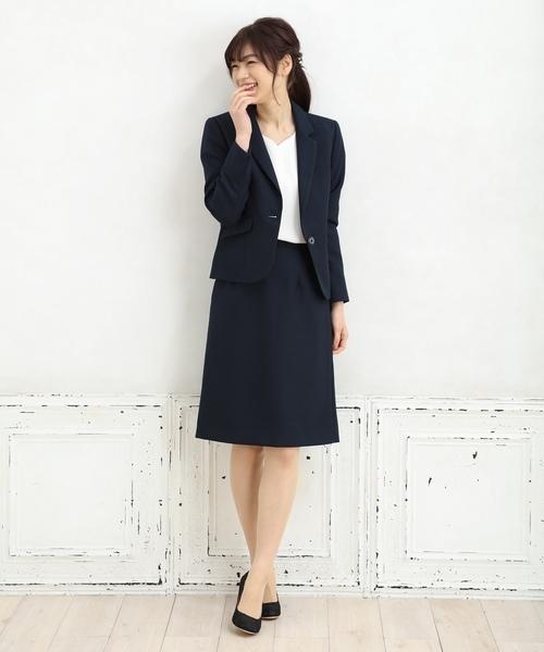 濃紺のスーツを使ったコーデ
