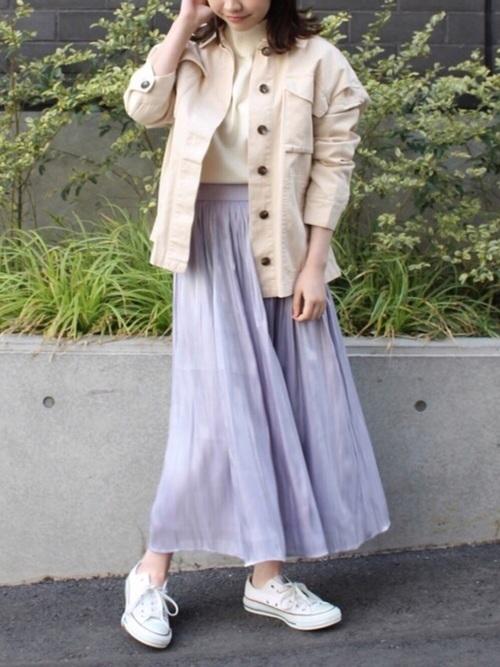 フレアスカートを使ったアイボリージャケットコーデ